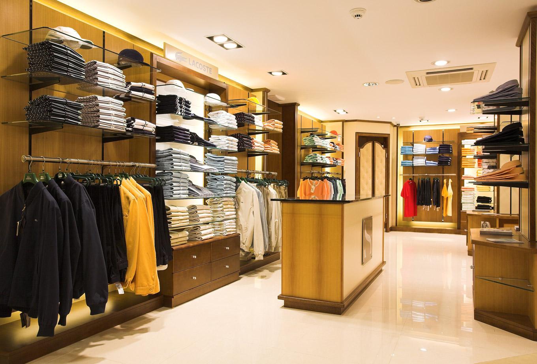 صوره محلات ملابس , ارقى تشكيلات بمحلات الملابس