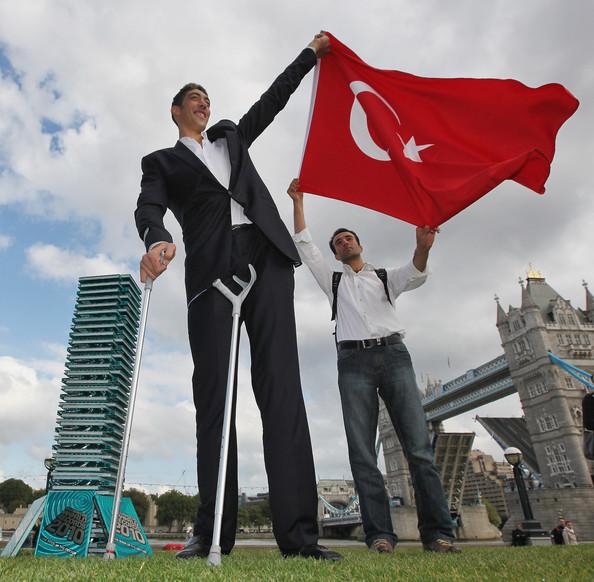 صورة اطول رجل في العالم , صور عن اطول رجل موجود بالعالم 6225 8