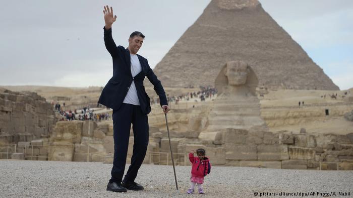 صورة اطول رجل في العالم , صور عن اطول رجل موجود بالعالم