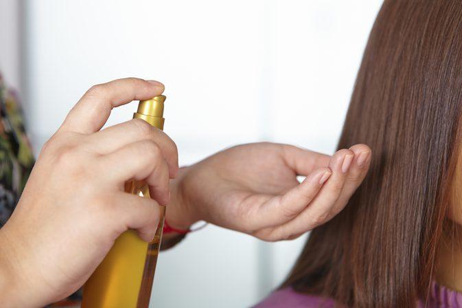 صورة زيت لتكثيف الشعر , تعرفي على افضل الزيوت لتكثيف الشعر الخفيف