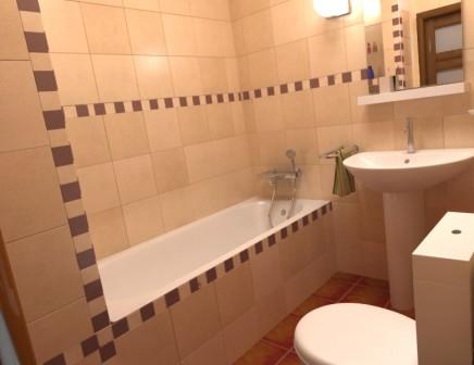 بالصور ديكورات حمامات صغيرة جدا وبسيطة , افكار جميلة للحمامات الصغيرة 690 4