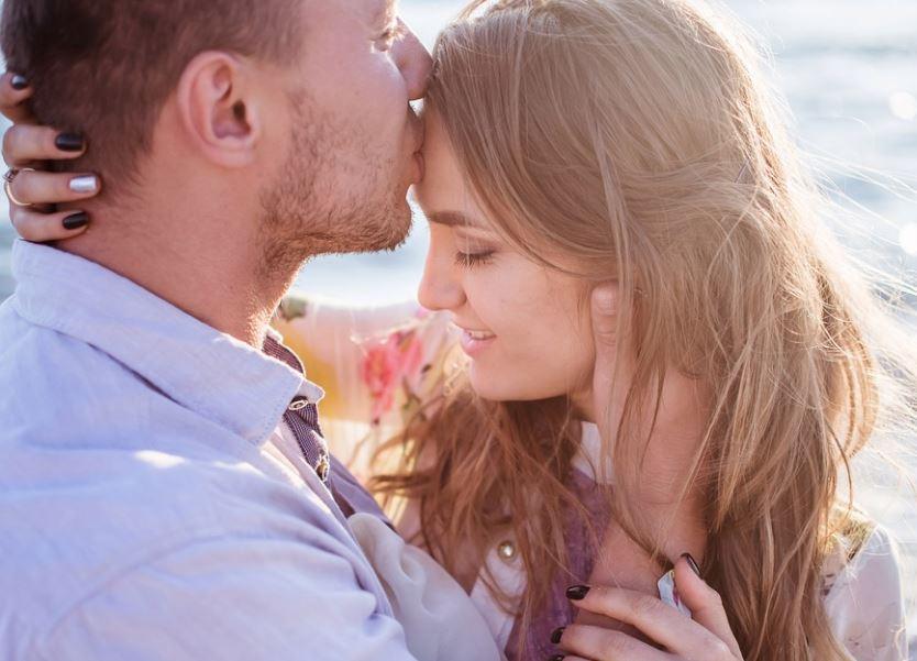 بالصور اجمل رومانسيه , اجمل الكلمات و العبارات الرومانسيه 468 10