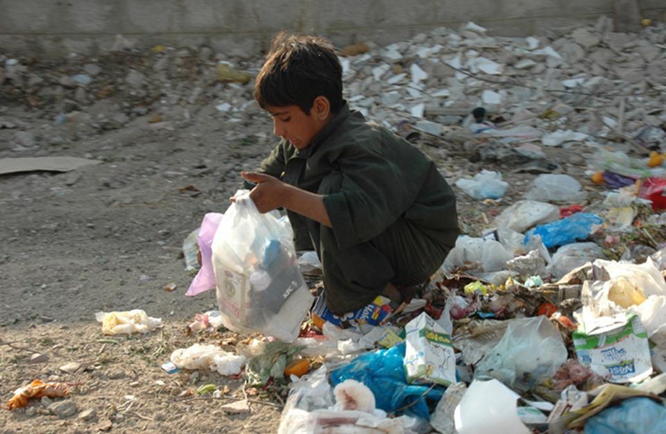 صور عن الفقر , اصعب الظروف وكيفيه التغلب على الفقر - احبك موت