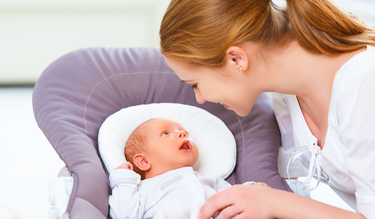 صورة كيفية التعامل مع الطفل الرضيع , طريقة كيفية التعامل مع الطفل الرضيع