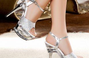 صور لبس الحذاء في المنام للعزباء , تفسير لبس الحذاء في الحلم للغزباء