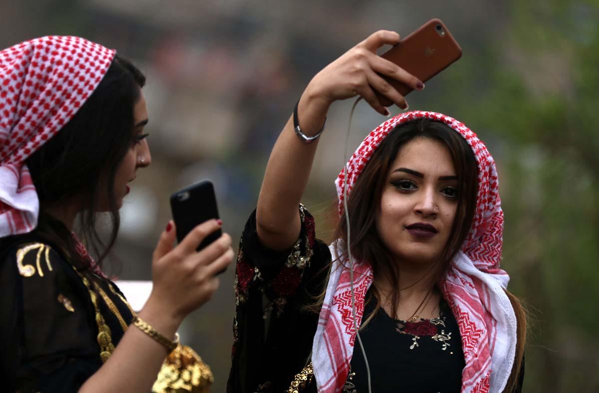 بالصور البنات يوم العيد , البنات بتحتفل بيوم العيد 11944 5