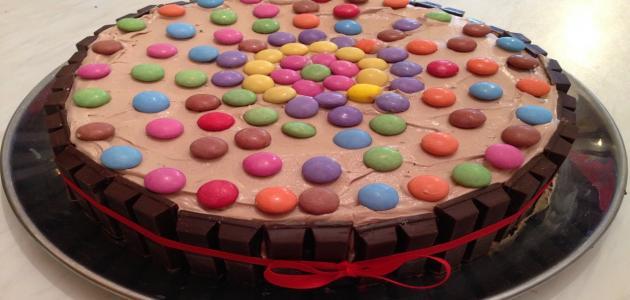 صورة طريقة تزيين كيكة الشوكولاته , شرح تزيين الكيكه بالشيكولاته 3456 3