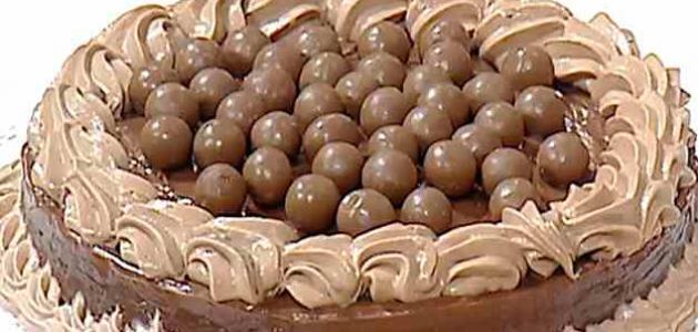 صورة طريقة تزيين كيكة الشوكولاته , شرح تزيين الكيكه بالشيكولاته 3456 8